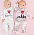 2017 мальчиков и девочек одежда для новорожденных baby rompers печатных любовь мама и папа roupas meninos новорожденный одежда