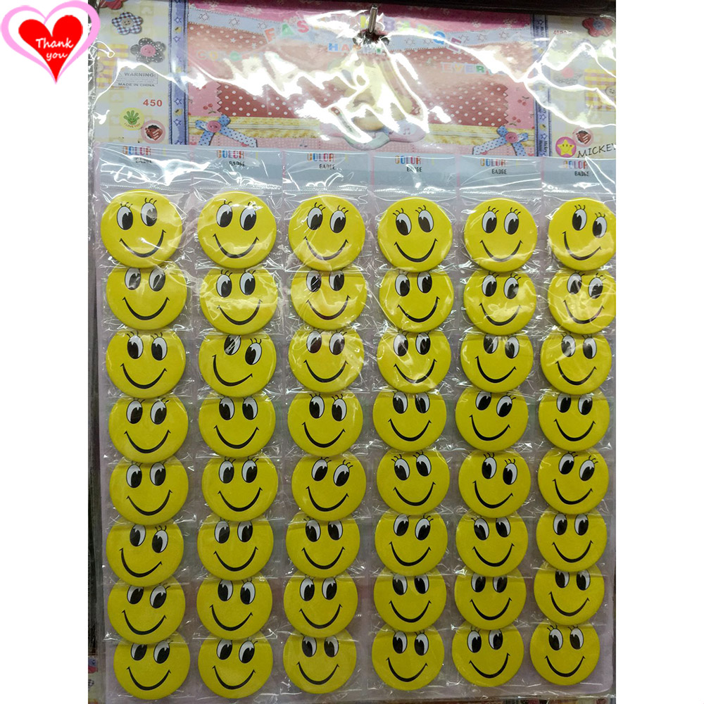 Rakkaus Kiitos Smiley Face 45MM 16/24/32/40/48 kpl erä PIN TAKAISIN BADGE BUTTON BROOCH BAG GIFT TOY CLOTH Cartoon & anime