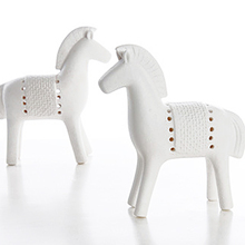 цены European Ceramic Horse Statue Crafts Animal Ornament Home Decoration Accessories Figurines Home Living Room Decor Wedding Gifts