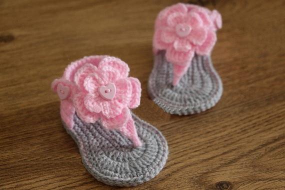 Вязаные крючком детские сандалии к, САНДАЛИИ ГЛАДИАТОРЫ, пинетки, обувь, серый, серый, розовый, фото реквизит цветок, крестины подарок Размер: 9 см, 11 см