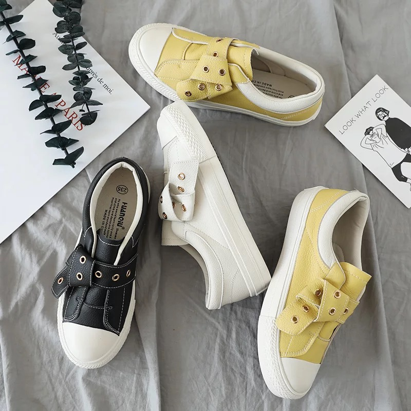 2018 New Fashion Women Leather Shoes Vintage Style Retro Shoes White Canvas Shoes with Rivets Female Casual Shoes Flat Heel Red