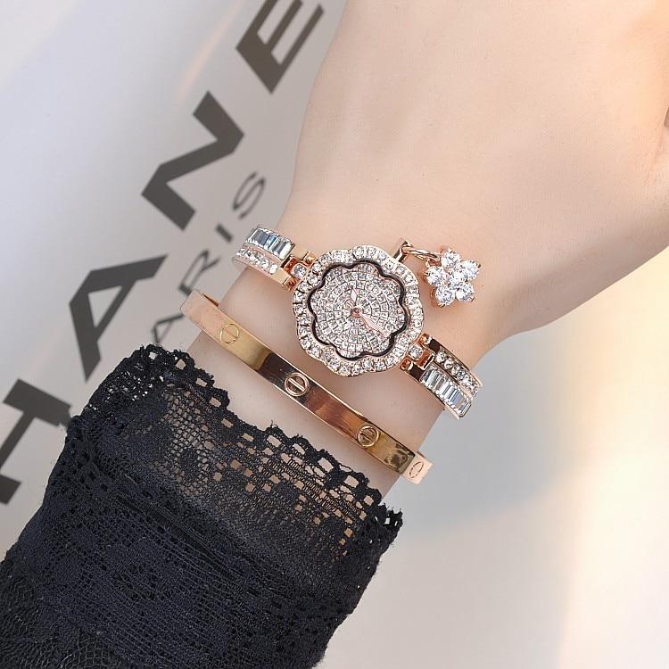Marque de luxe diamant fleur pendentif Bracelet montre femmes Quartz montre femme dame robe strass montre-Bracelet Relogio FemininoMarque de luxe diamant fleur pendentif Bracelet montre femmes Quartz montre femme dame robe strass montre-Bracelet Relogio Feminino