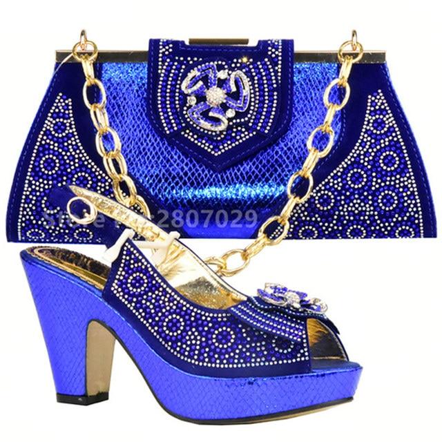 0ba43e6e207d0 Zapatos y conjunto de bolsas de África establece el Color rojo zapato  italiano y bolso a juego para la boda zapato y bolso a juego de las señoras  para las ...