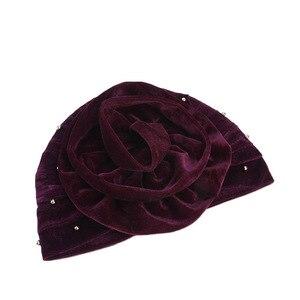 Image 4 - Helisopus 2020 mode femmes perlé velours musulman Turban chapeaux bandeau nouveau grande fleur perte de cheveux casquette cheveux accessoires