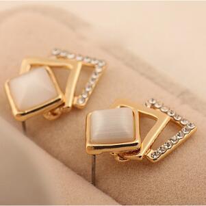 2018 Sale Earings Brinco 18kg Plated New Style Korean Temperament Ol Fashion Sparking 18kgp Geometry Square Stud Earrings E108
