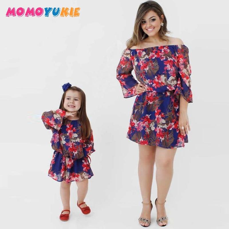 Mère et fille robes de plage filles et maman bohème épaule dénudée Floral imprimé robe princesse famille correspondant vêtements