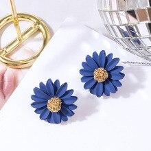 34f38b9b768f 6 colores moda femenina lindo Margarita flor Stud pendientes para mujer  Kpop joyería señoras aleación Spray