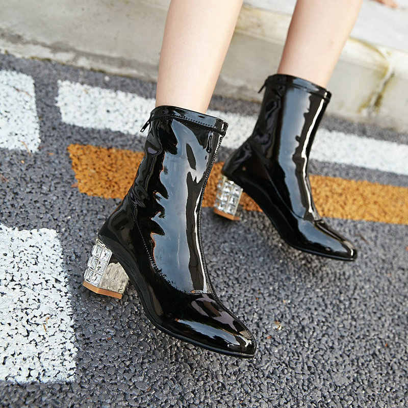 Moda Taklidi Kalın Yüksek Topuk Patent Deri Kadın yarım çizmeler Kadın Sonbahar Kış Çizmeleri Geri Zip Büyük Boy Siyah Beyaz