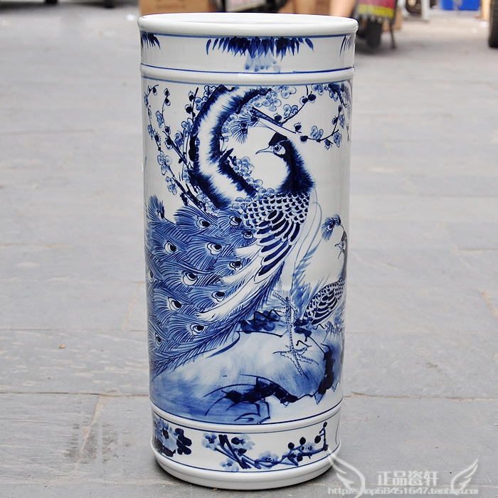Jingdezhen pottery vase hand painted blue and white porcelain drums sword cylinder reel cylinder painting peacock peach screen
