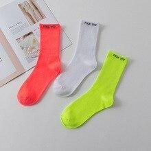 b7c8342fb0 Letras de cor sólida casuais meias Harajuku pó fluorescente verde  fluorescente tubo meias homens e mulheres