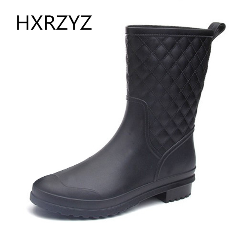 ФОТО Black Sexy Rainboots Female Fashion Solid Rubber Boots Waterproof Boots Big Size Comfortable Slip On Shoes Lady Jelly Rain Shoes