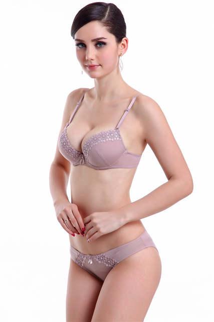 b7bcde5dbc1 Hot Sale High Quality Bra Set Luxurious And Noble Deep V-neck Lace Bra Set