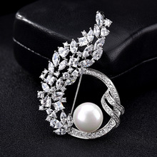 Luxury Pearls Crystal Suit Sweater Collar Pins and Brooches for Women Lapel Pin Broches Broach Jewelry Valentine's Day Gift X170