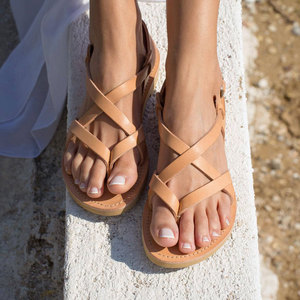 Image 1 - Arden Furtado 2019 zomer mode toevallige slippers smalle band strand schoenen dames gesp gladiator platte sandalen big size 43
