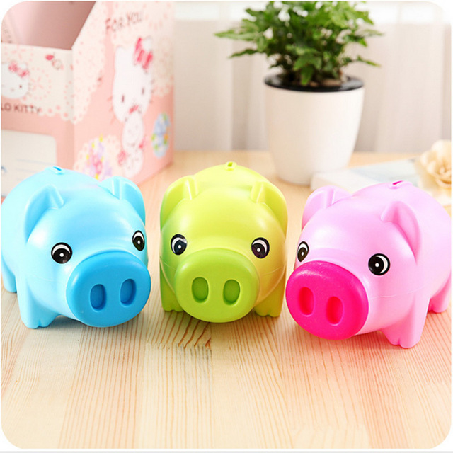 Saving plastic piggy bank cartoon piggy bank cute couple Plastic piggy banks for kids