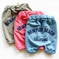 2015 verão hot pants grandes letras soltas simples calças de algodão crianças para o menino meninas 5 pontos harem pants crianças calças caminhadas calças