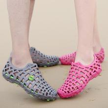 2020 году женщины сандалии болотных обувь мужской анти-скольжения полые пляж сандалии для мужчины свободного покроя обувь пару с Zapatos де mujer