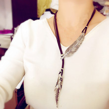 2017 Hot fashion new arrival crystal necklace leather cord Metal Imitation rhinestone pendant leaves feather for women