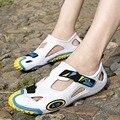 2016 белые сандалии массаж марка роскошные Мужчины Летний пляж забивает отверстия Дышащие уличной Обуви Прохладно Удобные Ботинки воды