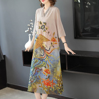 High quality 2019 spring and autumn new ladies temperament fashion loose thin V neck retro printing five point sleeves long A li