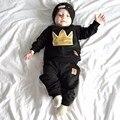 Nuevo 2016 La primavera y período de otoño y el juego del bebé de La Corona de algodón negro bordado dos trajes de Los niños ropa