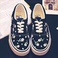 2016 новая мода женщины повседневная обувь холст сладкие цветы низкие ручная роспись lace-up мягкой causul женщины обувь