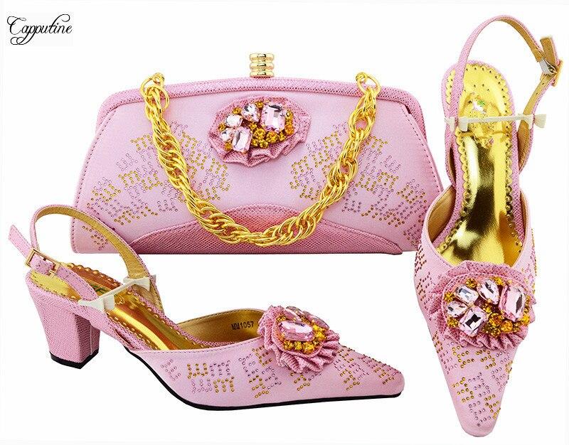 Последние Розовые сандалии с сумкой модная обувь и сумки Комплект украшен sotnes mm1057 Высота каблука 6 см