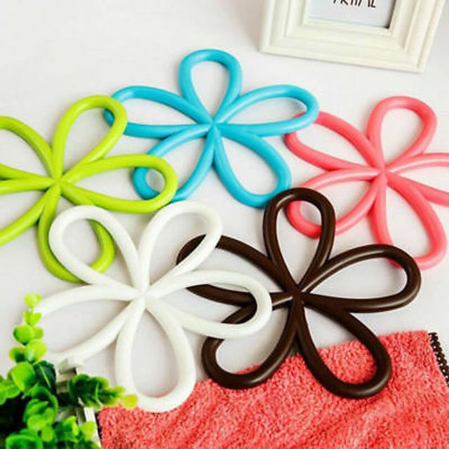 Colorful Round Silicone Pad Kitchen Dining Table Mats Heat Insulation Placemats Plum Blossom Shape