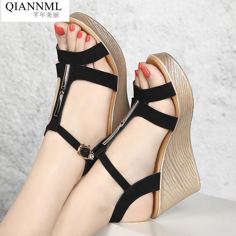 57f929877c Qiannml Saltos de Cunha Sandálias Gladiador Das Mulheres Sapatos de Verão  2019 Sandálias Plataforma de Salto