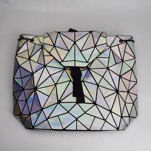 Image 4 - Mochila De mujer de moda, con cordón ajustable mochilas femeninas geométricas para chicas adolescentes Bagpack holográfica damas bao bolso escolar Sac