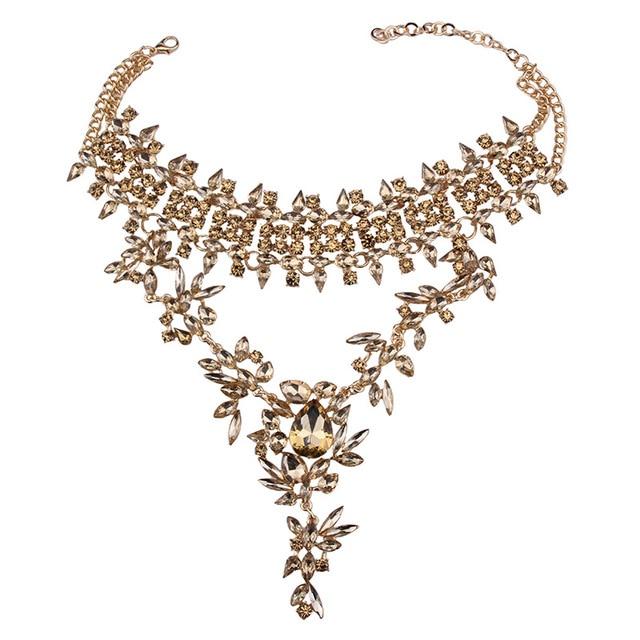 Женское колье чокер с кристаллами золотистого цвета цветами