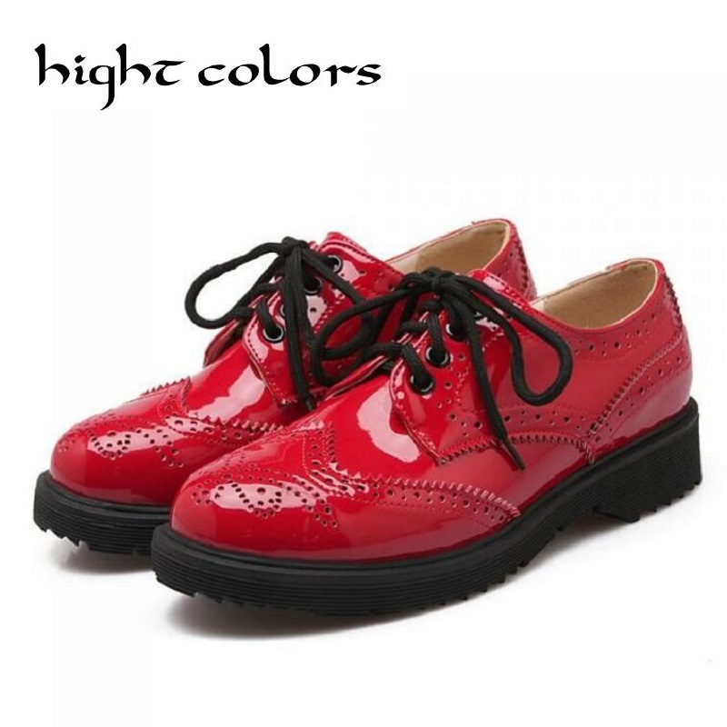 цены 2018 Retro Oxfords Brogue Women Shoes Fashion Patent Leather Platform Casual Shoes Round Toe Flats Lace Up Plus Size 41