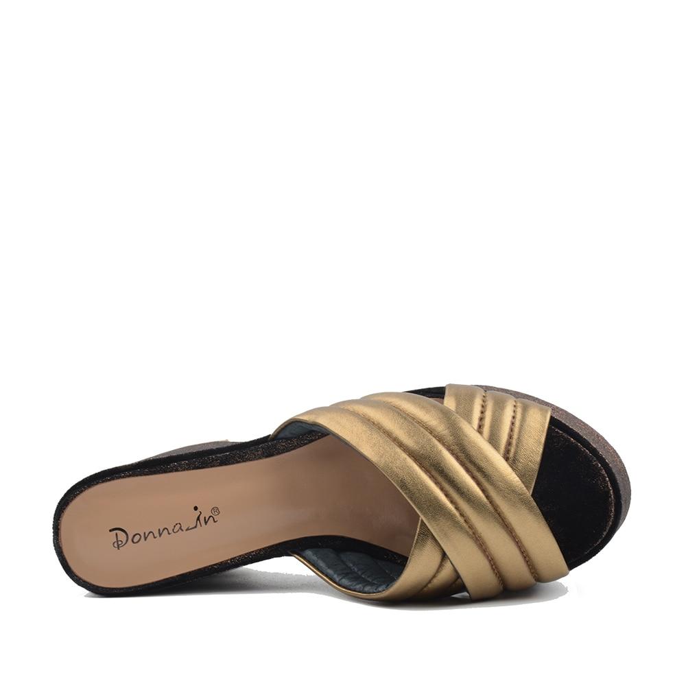 دونا في 2019 جلد طبيعي النساء النعال منصة عالية الكعب أحذية الأزياء الذهبي Blingbling فليب يتخبط أحذية السيدات-في شباشب من أحذية على  مجموعة 2