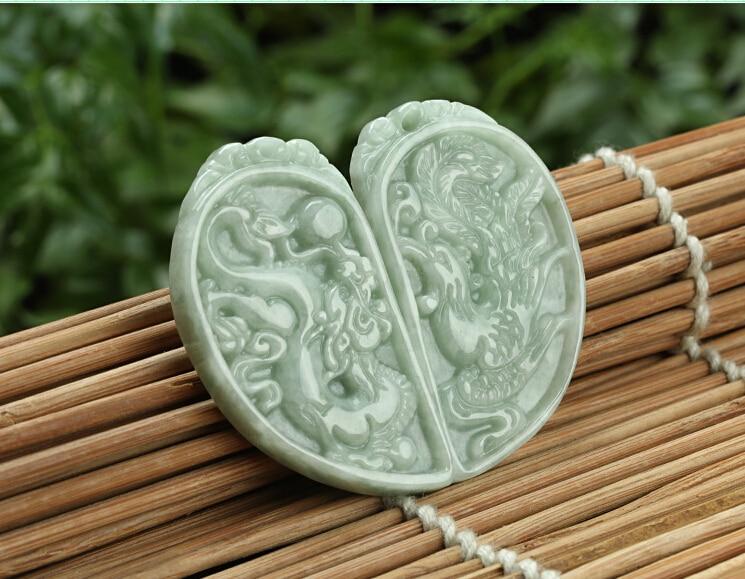 Une paire d'excellente 100% A Grade naturel/jadéite sculpté Dragon Phoenix pendentif