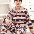 Conjuntos de Pijama de Flanela outono e Inverno 2017 Novos Homens Moda Casual Engrossar Sleepwear Veludo Mink Cashmere Pijama Dos Homens