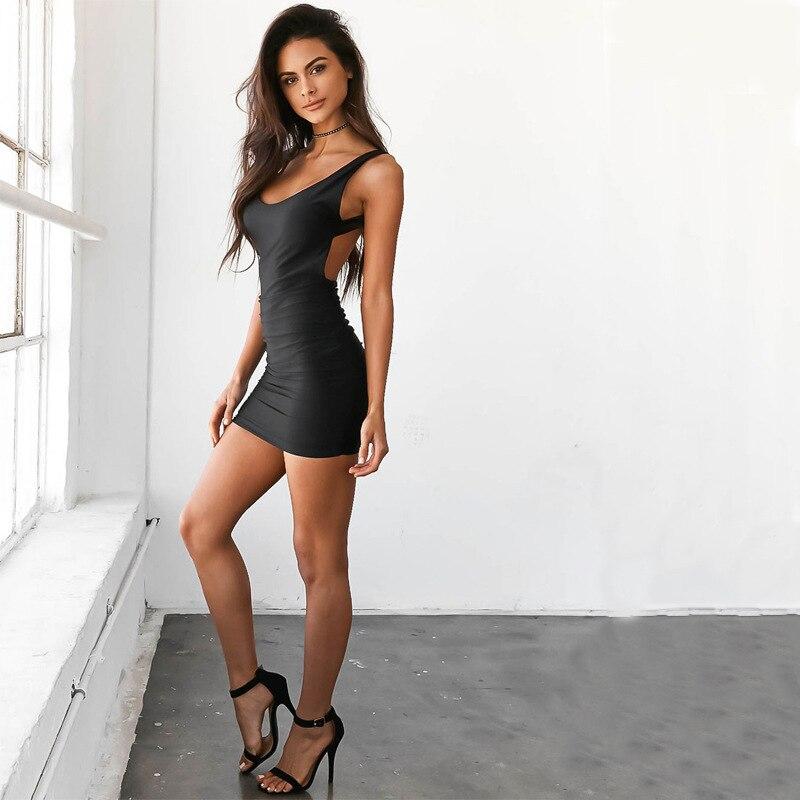 Очаровательные девушки в мини платье