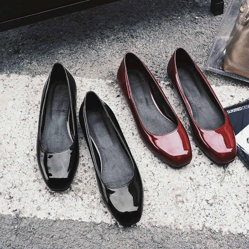 Sianie Tianie patent pu lederen solid rood zwart ronde neus vrouw schoenen klassieke lente herfst vrouw loafers slip-on enkele schoenen