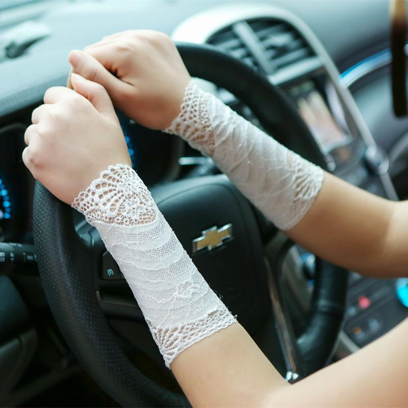 2018 Summer Ladies Sexy Lace Arm Warmers Women Short Cuff Wrist Scar Covered Driving Fingerless Gloves 18cm Short Sleeves AGB658