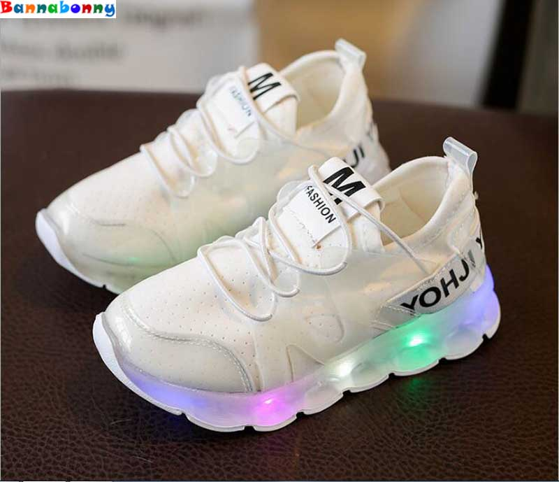 2017 New style Children Shoes With LED Light Popular in Europe Boys Shoes and Girls Cartoon Sneakers Kids Led Sport Shoes