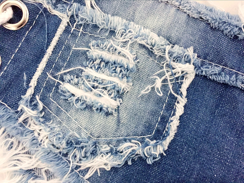 Micro shorts jeans desfiado shortinho curto rasgado