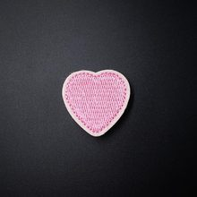 Pink Heart (Size:3.2X3.2cm) DIY Cloth Badge Mend Decorate Embroidery Patch Jeans Clothes Apparel Sewing Decoration Applique(China)