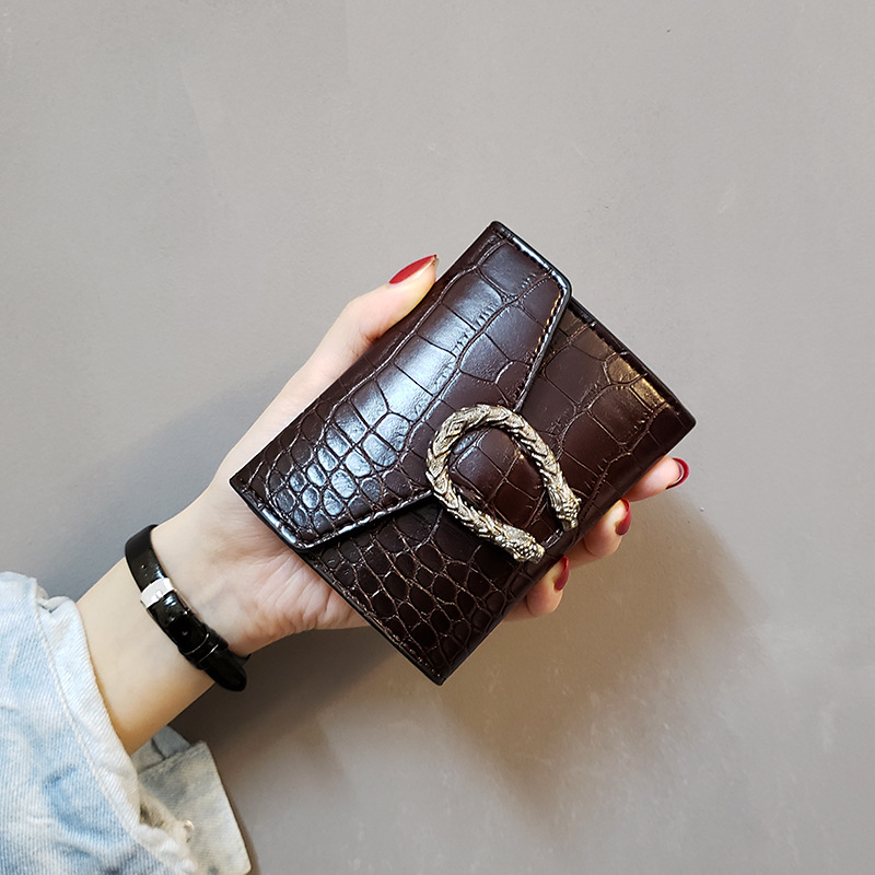 Women's Short Wallet 2019 Retro Wild Wallet Women's Crocodile Pattern Buckle Wallet Simple Fashion Ladies Clutch Free Shipping