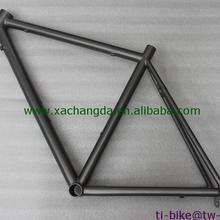 Титановая рама для шоссейного велосипеда с пескоструйной обработкой Сделано в Китае может быть настроена в соответствии с вашими требованиями