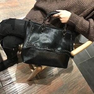 Image 5 - Natural cavalo cabelo bolsa feminina de luxo estilo rua rebite preto crossbody saco para mulheres designer de couro do plutônio superior alça