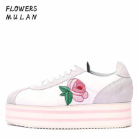 2018 Latest Designers Women Casual Shoes Round Toe Silk Upper Embroider Rise Eyes Platform Lady Leisure Shoes Lace Up Sneakers