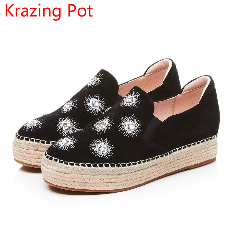 2017 Cow Suede Women Brand Casual Shoes Slip on Med Heels Increased Round Toe Flowers Career Embroidery Straw Cozy Shoes L65 fashion sheep suede tassel casual shoes square toe slip on women pumps wedges superstar flowers preppy style increased shoes l01