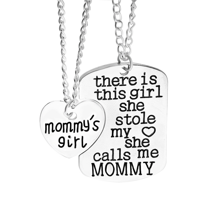 There Is This Girl She Stole My Heart She Calls Me MOMMY Love Heart Splicing Family Necklace Jewelry 1pir