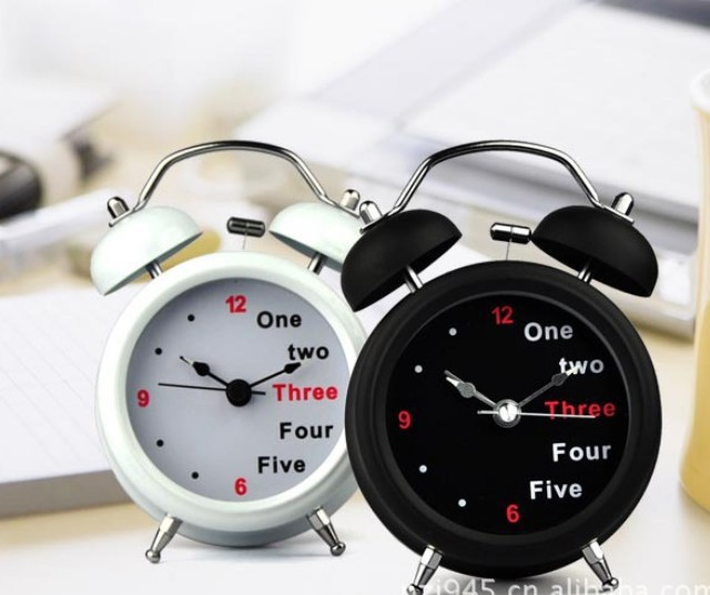 500pcs Free shipping Korean creative 3 inch alarm with dual bell large retro alarm clock with lamp digital mute English