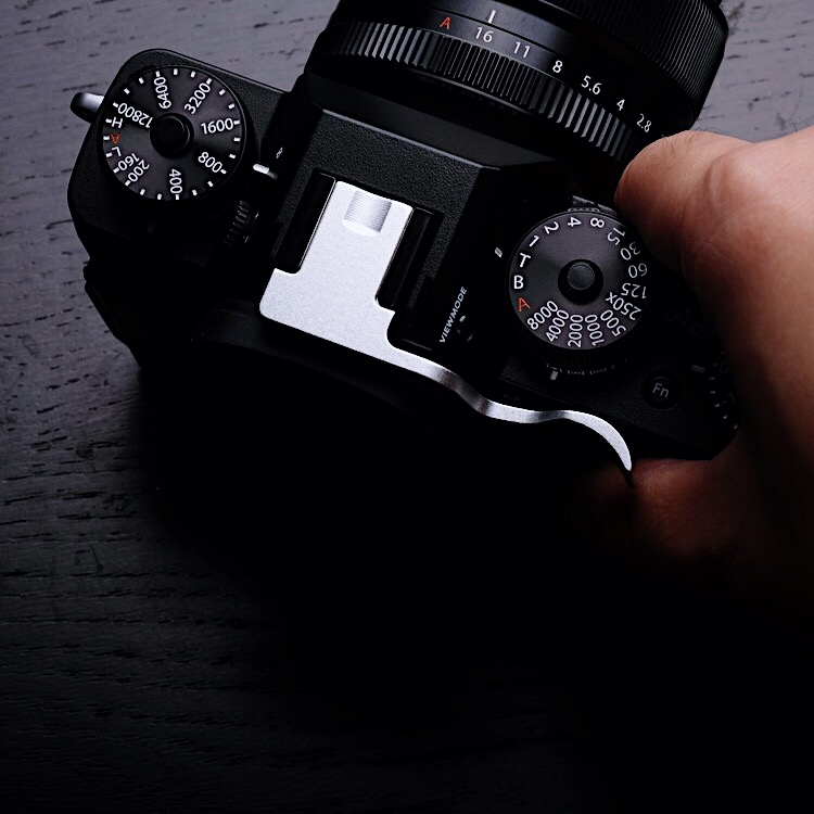 Silver Thumb Rest Thumb Grip Hot Shoe Cover For Fujifilm XT10 XT20 Thumb UP FUJI X-T10 X-T20 Release plateSilver Thumb Rest Thumb Grip Hot Shoe Cover For Fujifilm XT10 XT20 Thumb UP FUJI X-T10 X-T20 Release plate