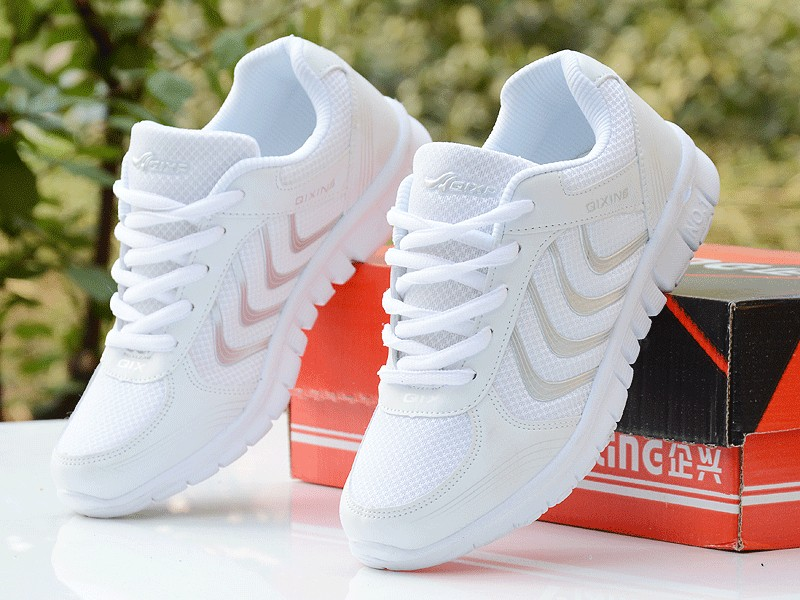 Foto from the right with box both Women's breathable light sneakers for tennis. Women's breathable light shoes for basketball white color